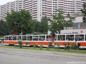 レトロなトラムやトローリーバスが走る平壌