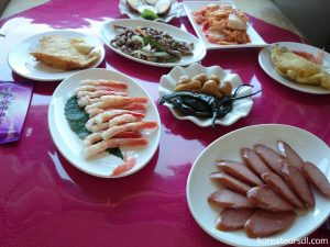 丹東~平壌の国際列車での昼食