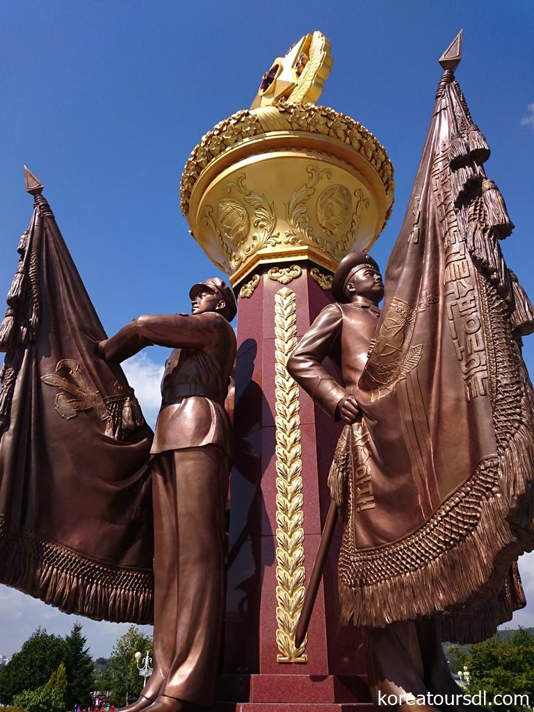 平壌 万寿台創作社の彫像