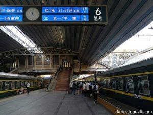 丹東からは国際列車となるK27(北京駅)