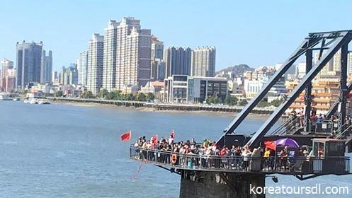 北朝鮮へ向け陸路出国する国際列車
